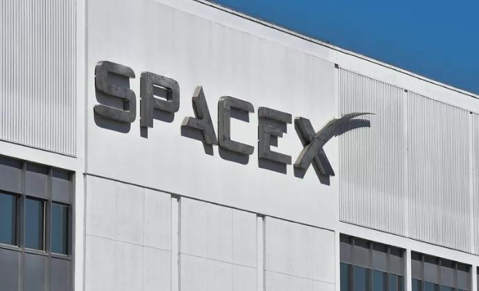 据报道,SpaceX目前至少有12名员工在隔离区