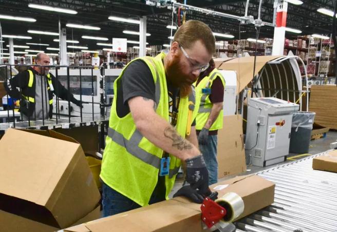 亚马逊的工人正在工作